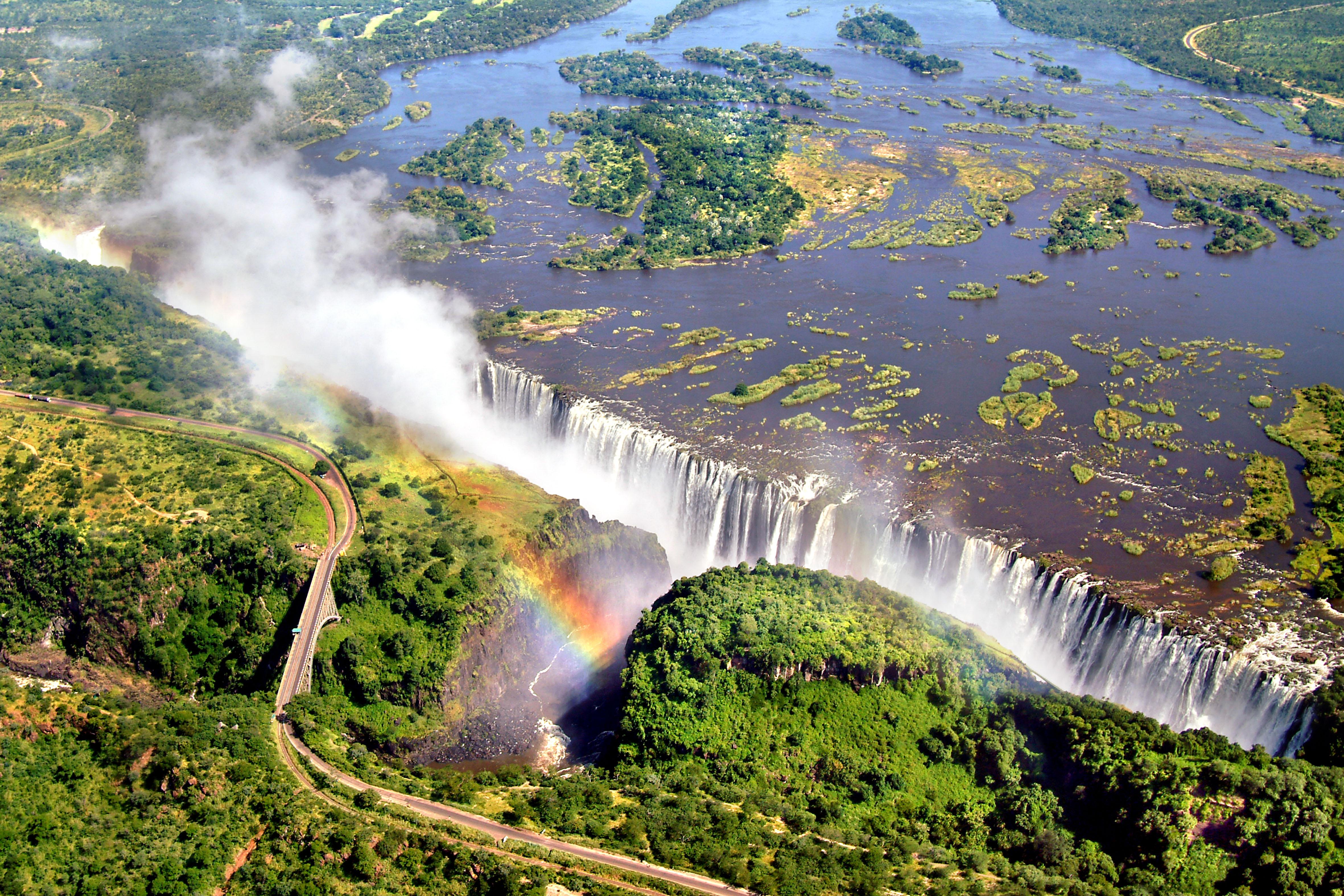 le Victoria Falls si trovano lungo il fiume Zambesi