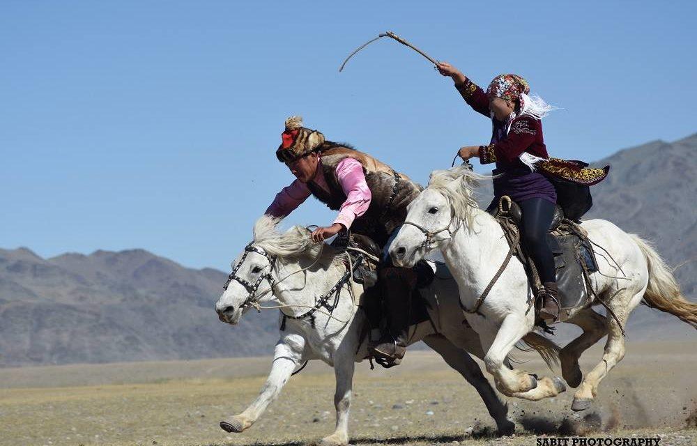 MONGOLIA: Golden Eagle Festival e Altai